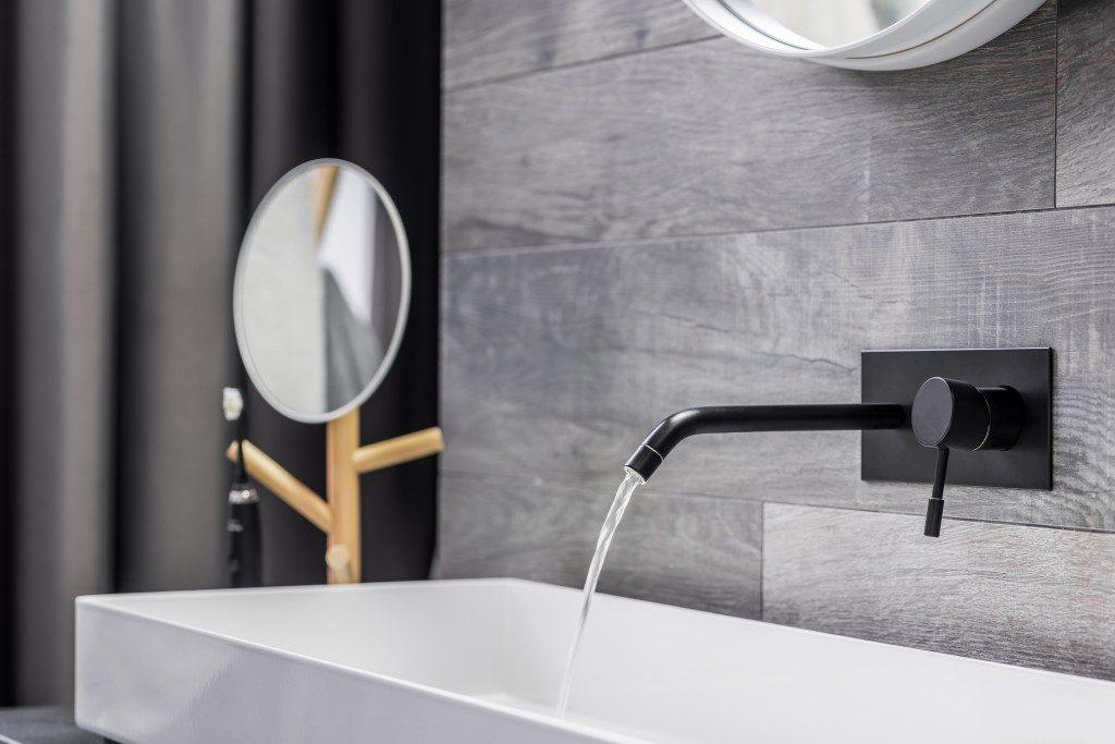 clean bathroom countertop