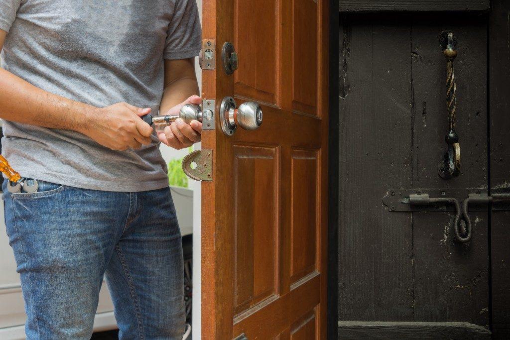 Man fixing the door knob
