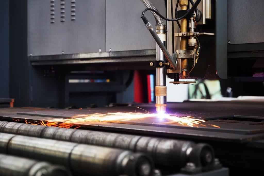 laser machine cutting metal plate