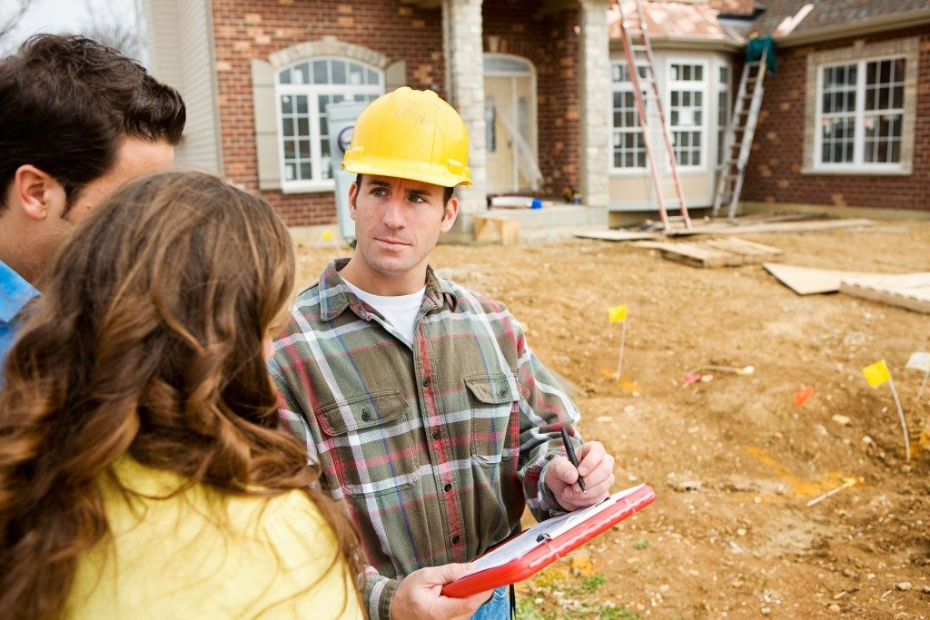 Couple consultation with home builder