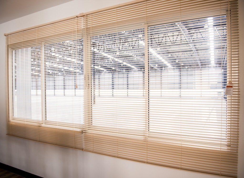 venetian blinds at the hallway windows