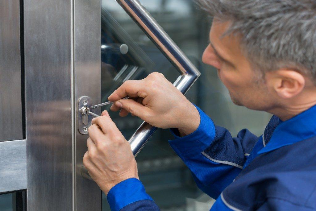 Man fixing door lock