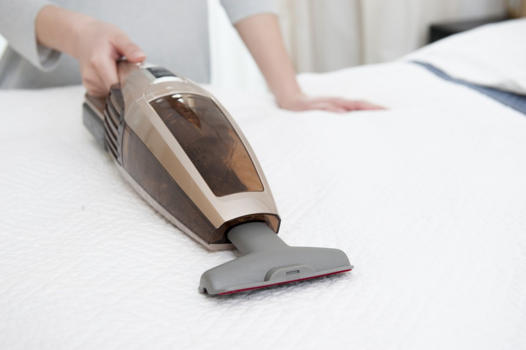 cleaning the mattress